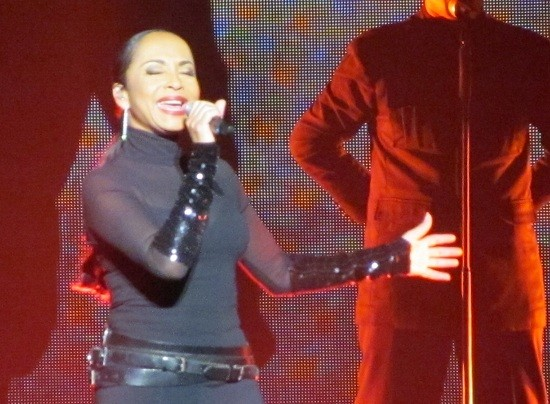 Photos & live review: Sade / John Legend – HP Pavilion, San Jose – August 25, 2011